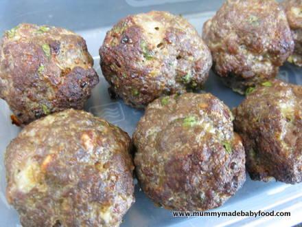 Baby Finger Foods: Beef Meatballs
