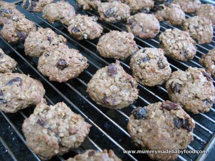 Home Made Cake: Oatmeal Raisin Cookies